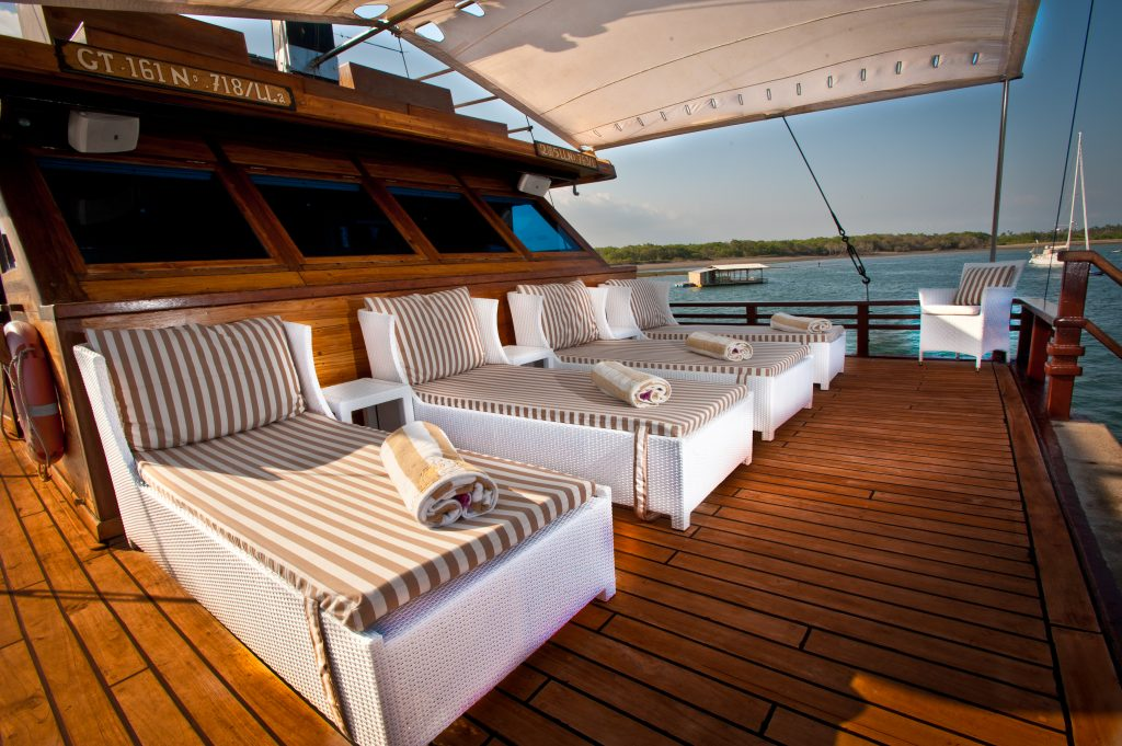 private yacht travel in Indonesia